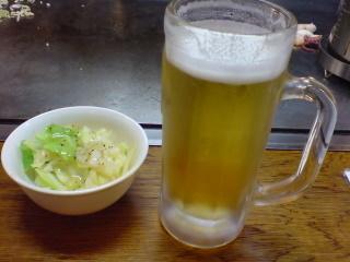 2010.11.23塩だれキャベツ&生ビール.jpg