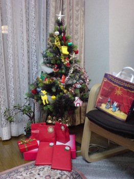 2010.12.24ツリーの下にプレゼント.jpg