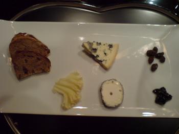 2011.03.063種のチーズの盛り合わせ.jpg